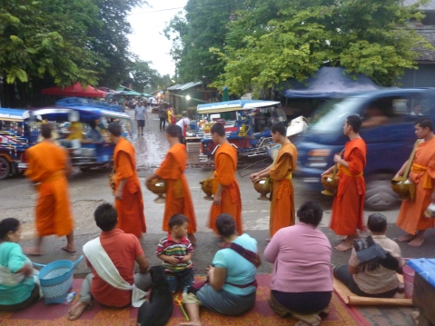 monks ceremony luang prabang